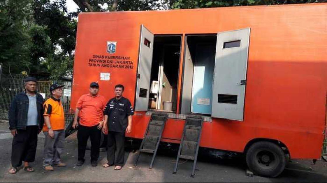 Kalau yang ini adalah toilet mobil yang biasa disediakan oleh Dinas Lingkungan Hidup DKI Jakarta pada saat ada event di Jakarta.