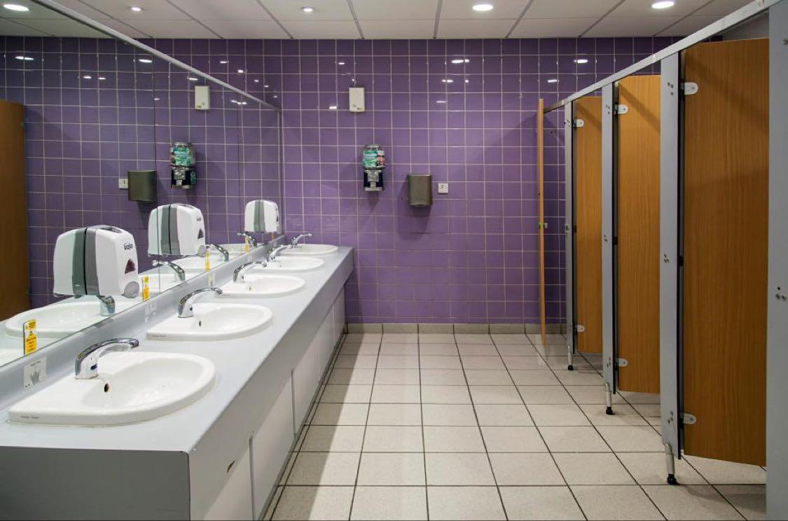 Seperti itulah toilet di bandara Heathrow, yang juga dikenal sebagai bandara tersibuk.