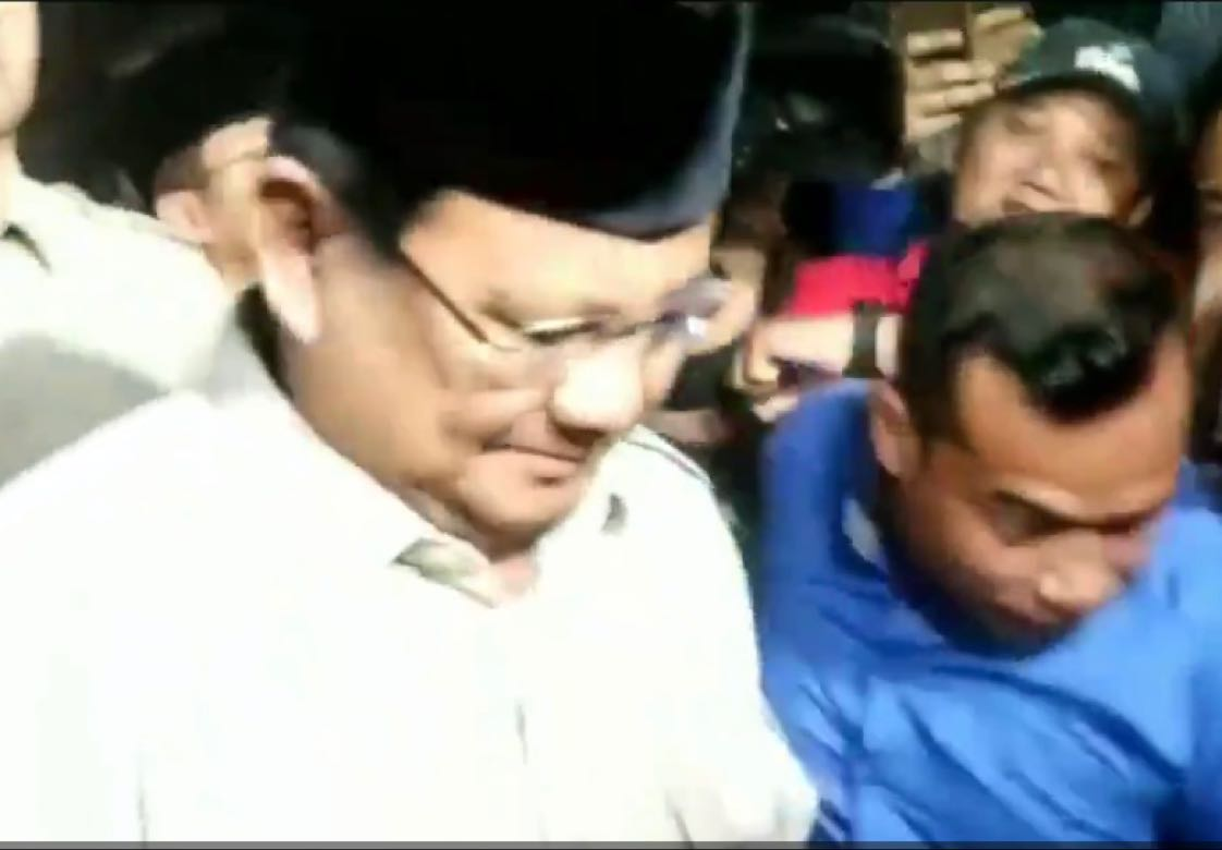 Ketua Umum Partai Gerindra, Prabowo Subianto juga telah tiba di rumah duka almarhum B.J. Habibie. (Eds)