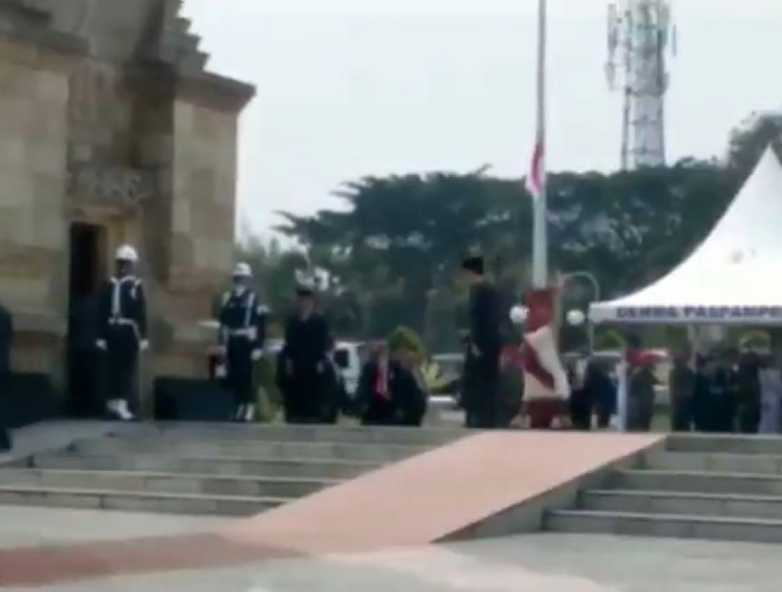 Presiden Jokowi sudah hadir di TMP Kalibata untuk menjadi inspektur upacara pemakaman Presiden ke-3 RI B.J. Habibie. (Paa)