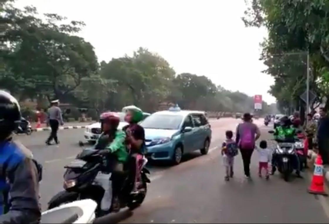 Upacara pemakaman Presiden ke-3 RI B.J. Habibie telah usai, Jl. Raya Kalibata arah Jl. Pasar Minggu menuju flyover Rawajati sudah dapat diakses kendaraan. (Paa)