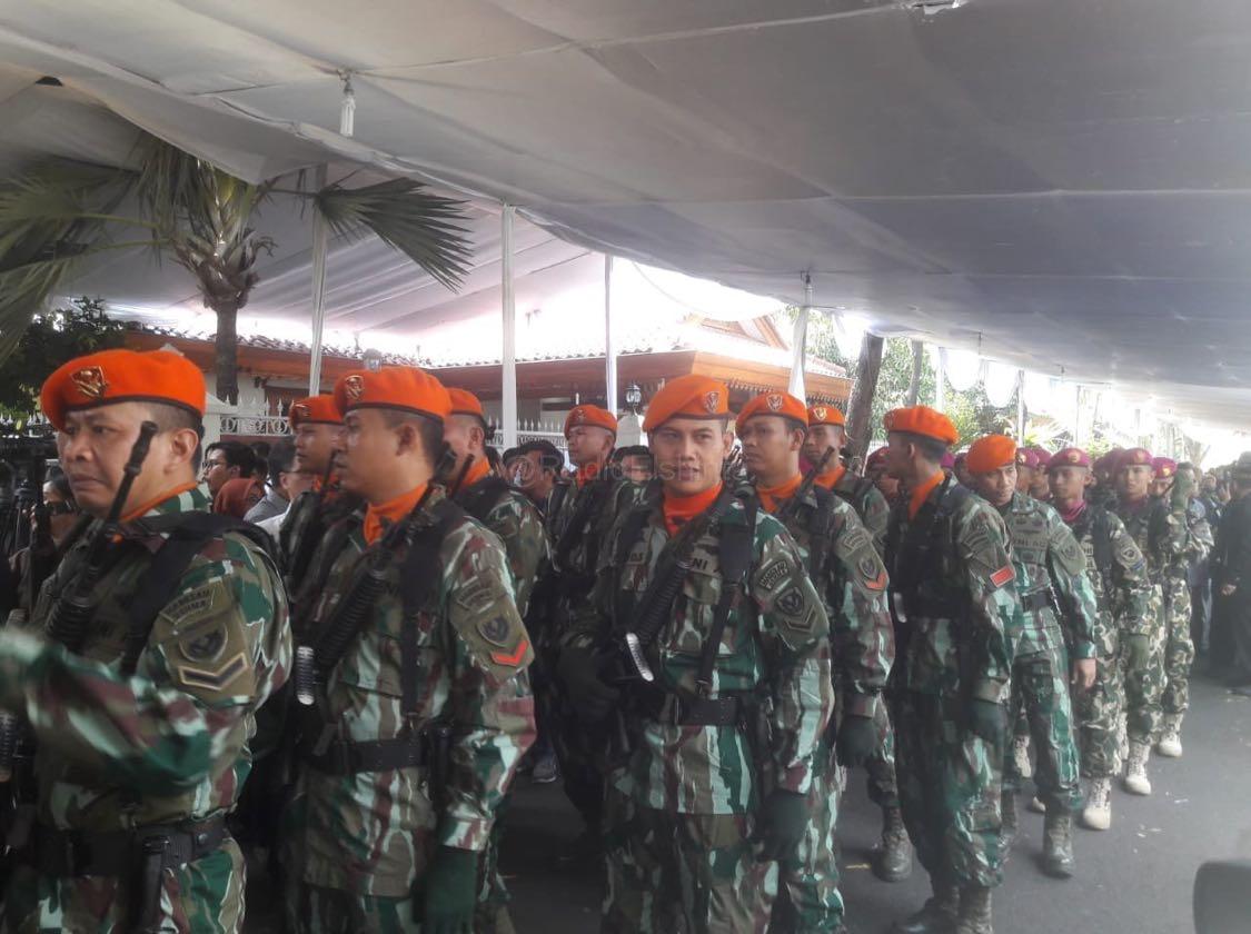 Pasukan TNI Melakukan Persiapan Jelang Serah Terima Jenazah Alm. BJ Habibie dari keluarga ke pemerintah. (Mur)