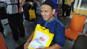Salah satu peserta seminar, Budiman, dengan kelebihannya sebagai seorang tunanetra, jauh-jauh datang dari Bogor ke Jakarta dengan penuh semangat untuk mengikuti seminar kesehatan. #salut #termotivasi #salam sehat