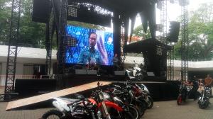 Menteri Perindustrian Agus Gumiwang Kartasasmita membuka gelaran IIMS Motobike Expo 2019. Dalam sambutannya Agus menjelaskan, angka penjualan sepeda motor per tahun mencapai 6,5 juta unit.