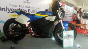 Motor listrik Katros Budi Luhur Katros Garage tampil di IIMS Motobike Expo 2019.