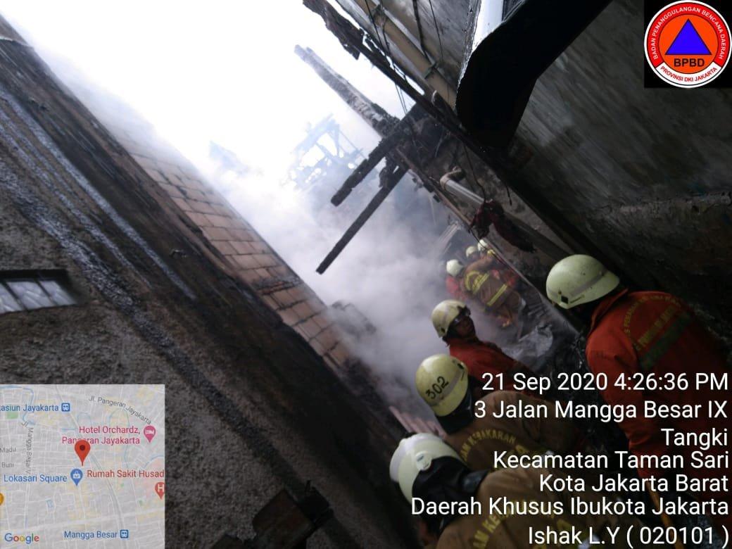 UPDATE kebakaran rumah di Jl. Mangga Besar 9, RW.01, Kel. Tangki, Kec. Taman Sari, Jakarta Barat dengn penanganan 23 unit Damkar, PLN, PMI, AGD, Dishub, Satpol PP, PSKB/Tagana, Polsek, Koramil dan situasi proses pendinginan. (@BPBDJakarta)