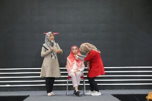 Selain fashion show dari beberapa alumni Polimedia Jakarta,  Zoya menampilkan demo hijab.