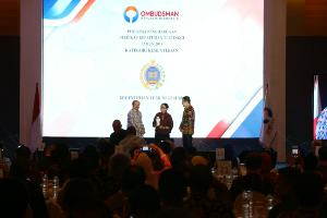 Kementerian Luar Negeri mendapat kejutan lain berupa ucapan selamat ulang tahun, karena pemberian dua penghargaan bertepatan dengan HUT Menteri Luar Negeri Retno Marsudi.